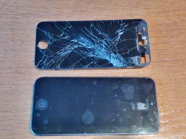 iPhone5 repaired with old broken screen
